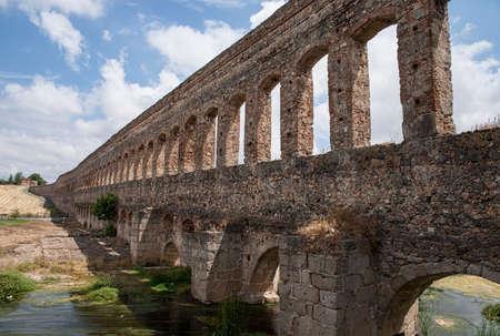 aqueduct: Ancient Roman aqueduct in the city of Mrida, Spain