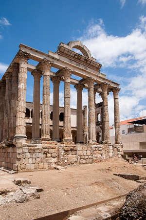 templo romano: Roman temple of Diana in the city of Mrida, Spain Foto de archivo
