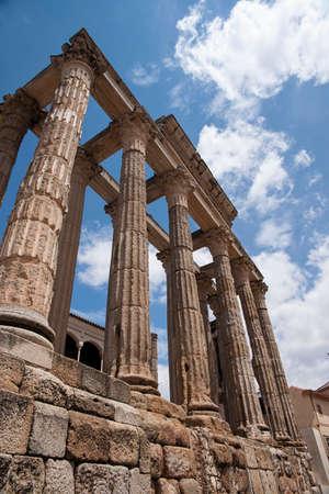 templo romano: Templo romano de Diana en M�rida, Espa�a