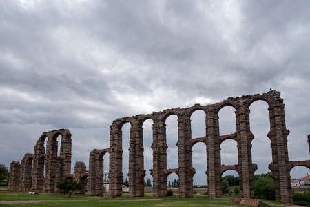 aqueduct: Roman aqueduct in the city of Merida