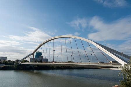 fluvial: Sevilla, Barqueta Bridge
