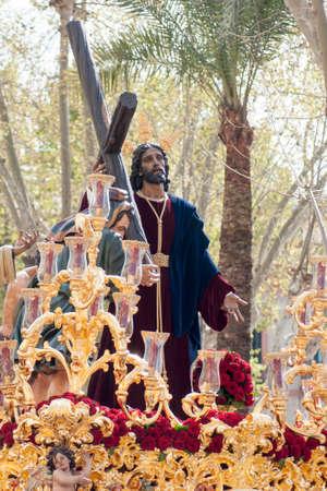 fraternidad: procesi�n de la hermandad de la Paz en la Semana Santa de Sevilla