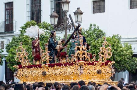 fraternidad: procesión de la hermandad de la Paz en la Semana Santa de Sevilla