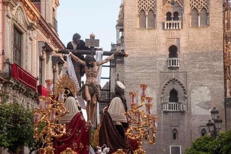 crossings: Hermandad de la Trinidad, Easter in Seville Editorial