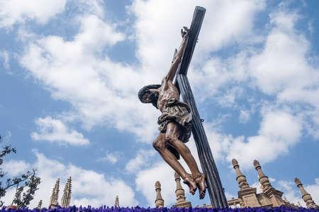 fraternidad: Jes�s muri� en la cruz, Semana Santa de Sevilla, hermandad de los Estudiantes Foto de archivo