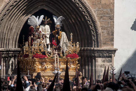 Penitential brotherhoods of the Holy Week of Seville, the Carmen sorrowful Editorial