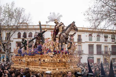 brotherhood: Paso de misterio de la Hermandad de la Esperanza de Triana, en Sevilla Pascua