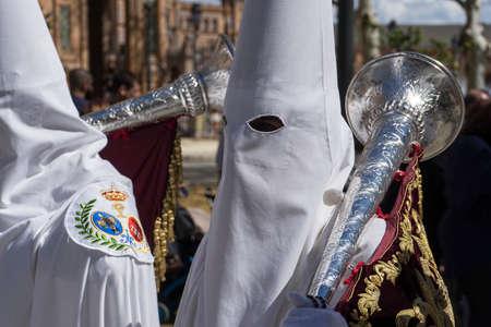 fraternidad: Semana Santa de Sevilla Nazarenos Editorial