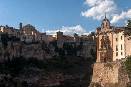 スペイン、カスティーリャ ・ ラ ・ マンチャ州のコミュニティのクエンカの中世都市 写真素材