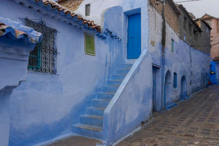 Corners of the beautiful city of Chefchaouen in the north of Morocco Standard-Bild - 100088785
