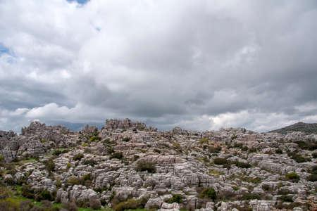 uitzicht op het gebied het natuurlijke landschap van Torcal de Antequera en dat is uit het Jura-tijdperk