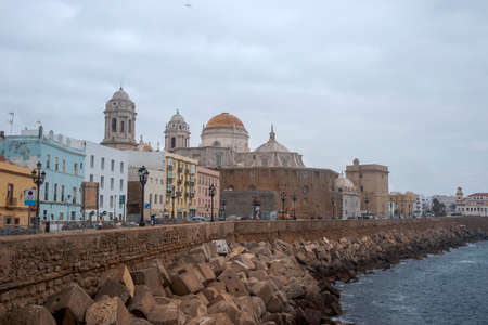 walk through the beautiful city of Cadiz, Spain 免版税图像