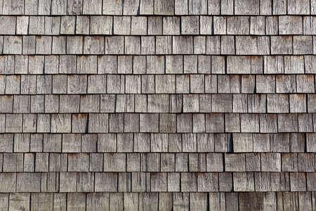 cedar shakes: Azulejos individuales de madera Foto de archivo