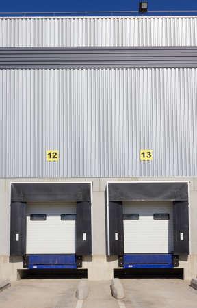 loading bay: Loading dock doors at warehouse
