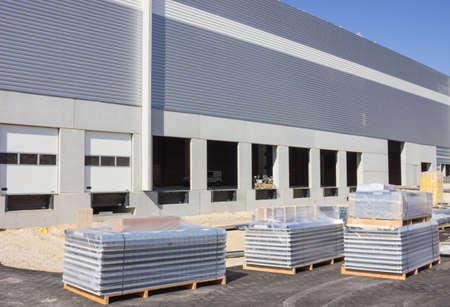Pallets op de bouwplaats Stockfoto