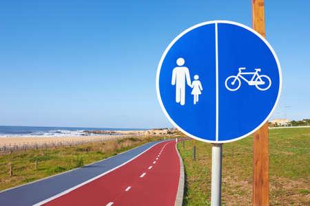 piktogramm: marker boardwalk and bikeway, embankment in Porto, Portugal