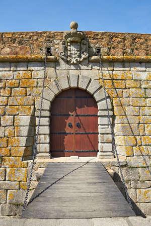 Oude kasteel deur en ophaalbrug in Porto, Portugal Stockfoto
