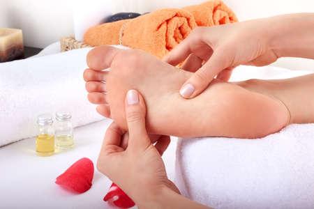 massage pied: massage relaxant des pieds en bonne sant�