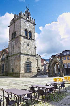 senhora: Monument and Church of Nossa Senhora da Oliveira in the centre of Guimares  Oliveira square  Stock Photo