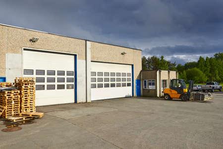fork lifter work in warehouse Standard-Bild