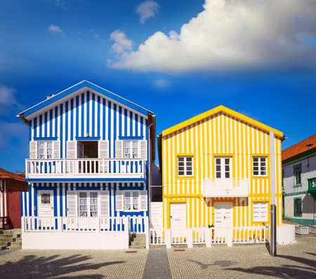 case colorate: case colorate a Costa Nova, Aveiro, in Portogallo