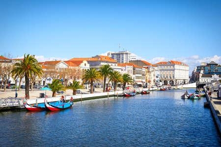 Traditionele boten op het kanaal in Aveiro, Portugal