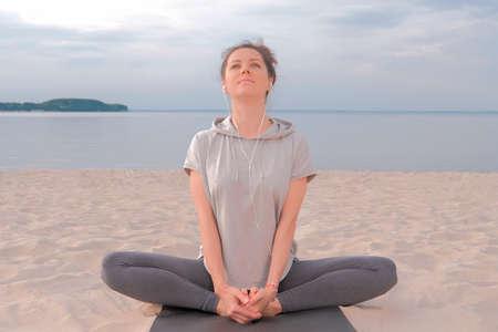 Beautiful caucasian Woman sitting in lotus yoga pose Stockfoto
