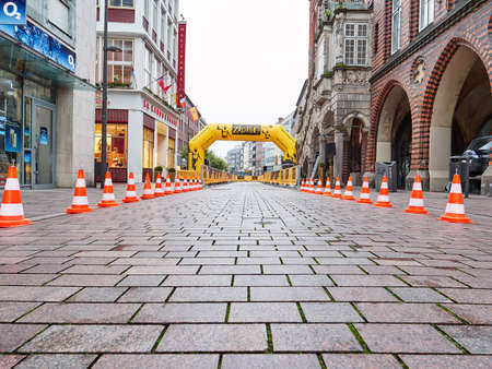 HAMBURG, GERMANY - AUGUST 24, 2017: Fencing for marathon in city centre. Redactioneel