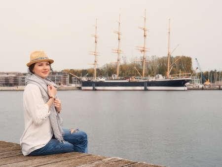Woman in seaport Stockfoto