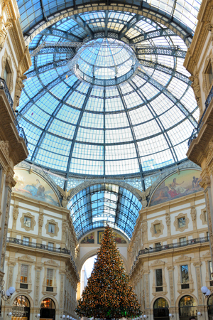 Christmas tree in the Galleria Vittorio Emanuele II - Milano Italy 報道画像