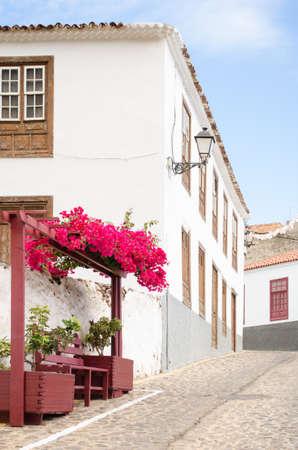 vallehermoso: Main Street (traditional Canarian architecture) in Agulo, La Gomera, Canary islands, Spain.