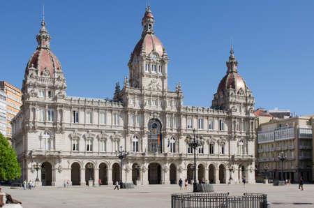 Hôtel de ville situé sur la place Maria Pita à La Corogne, Galice, Espagne.