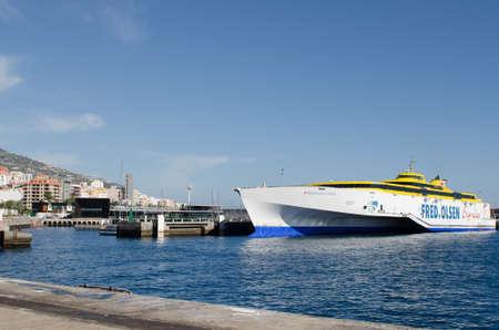 palma: SANTA CRUZ DE LA PALMA, SPAIN - December 8, 2016: Fred Olsen Express, Line of ships traveling between the Canary Islands Editorial