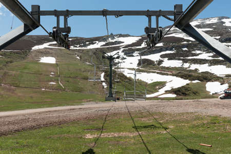 Empty chair lift on a snowy mountain during a sunny day 写真素材 - 120321503