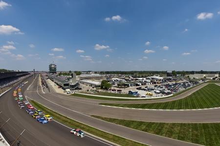 brings: Indianapolis, IN - 31 luglio 2011: Dale Earnhardt, Jr. (88) porta la sua Chevrolet AMP in pista per il funzionamento del 18 � annuale gara Brickyard 400 a Indianapolis Motor Speedway di Indianapolis, IN. Editoriali