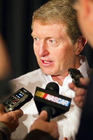 walmart: Concord, Carolina del Norte - 26 de enero de 2012: Walmart anunci� hoy que est� ampliando su programa Race Time 2012 para dar m�s accesibilidad a fan entradas para la carrera reducidos, apariciones y eventos del controlador del ventilador en las tiendas, una mayor selecci�n de mercanc�a de NASCAR aut�ntica