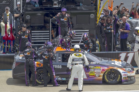 vickers: LINCOLN, AL - MAY 05, 2013   Denny Hamlin  11  brings in his FedEx Express Chevrolet for a driver change with Brian Vickers the Aarons 499 race at the Talladega Superspeedway in Lincoln, AL on May 05, 2013