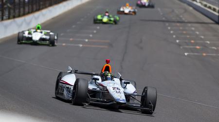 hass: Indianapolis, IN - 25 de mayo 2014: el piloto de NASCAR, Kurt Busch (26), se ejecuta la 98 � anual de Indianapolis 500 en el Indianapolis Motor Speedway en Indian�polis, IN.