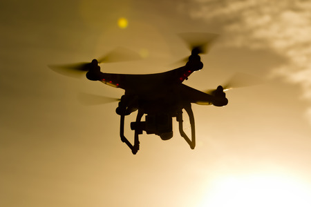 Un drone personnelle voler dans les airs Banque d'images - 34845686