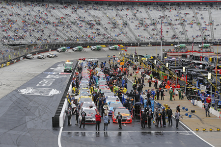 nscs: Bristol, TN - Apr 19, 2015:  The NASCAR Sprint Cup Series teams take to the track for the Food City 500 at Bristol Motor Speedway in Bristol, TN.