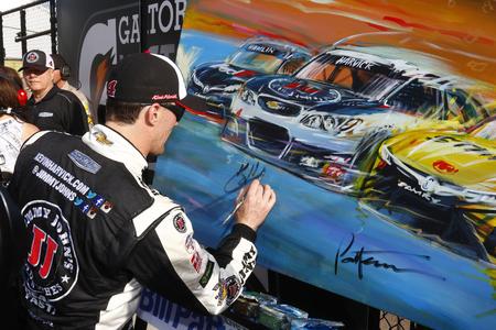 az: Avondale, AZ - Mar 13, 2016: Kevin Harvick (4) wins the Good Sam 500(k) at the Phoenix International Raceway in Avondale, AZ.