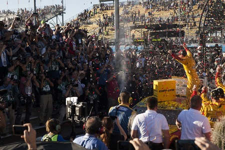 az: Avondale, AZ - Nov 13, 2016: Joey Logano (22) wins the Can-Am 500(k) at the Phoenix International Raceway in Avondale, AZ. Editorial