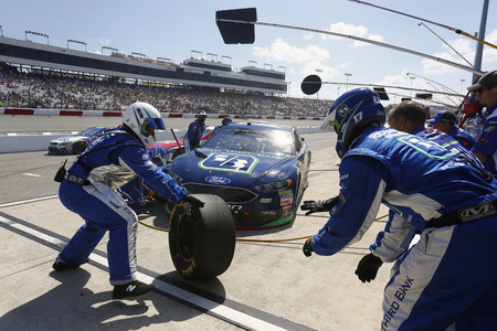 April 30, 2017 - Richmond, Virginia, USA: Ricky Stenhouse Jr. (17) brings his car down pit road for service during the Toyota Owners 400 at Richmond International Speedway in Richmond, Virginia. Редакционное