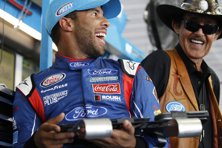 wallace: June 09, 2017 - Long Pond, PA, USA: Darrell Wallace, Jr. (43) and Richard Petty look over speed charts during practice for the Pocono 400 at Pocono Raceway in Long Pond, PA. Editorial