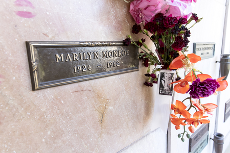 October 25, 2017 - Los Angeles, California, USA: Actress Marilyn Monroe's crypt with flowers and kisses at Westwood Memorial Park in Los Angeles, California.  Marilyn passed away on August 5th, 1962 of a probable suicide. Redactioneel
