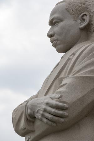Washington, DC - 25 de abril de 2014: O Memorial Nacional Martin Luther King, Jr., em Washington, DC, homenageia as contribuições nacionais e internacionais do Dr. King e sua visão para que todos possam desfrutar de uma vida de liberdade, oportunidade e justiça. Foto de archivo - 92222444