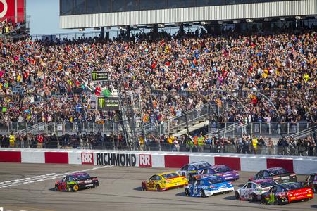 April 21, 2018 - Richmond, Virginia, USA: Martin Truex, Jr (78) leads the field to the green flag to start the Toyota Owners 400 at Richmond Raceway in Richmond, Virginia. Sajtókép