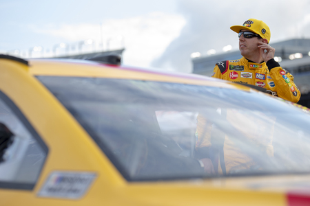 May 18, 2018 - Concord, North Carolina, USA: Kyle Busch (18) gets ready to qualify for the Monster Energy All-Star Race at Charlotte Motor Speedway in Concord, North Carolina. 新聞圖片