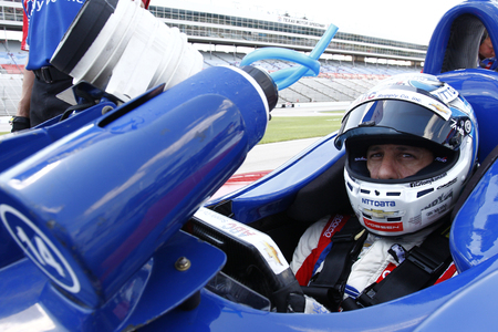 June 08, 2018 - Fort Worth, Texas, USA:  TONY KANAAN (14) of Brazil  prepares to take to the track to qualify for the DXC Technology 600 at Texas Motor Speedway in Fort Worth, Texas. Redakční