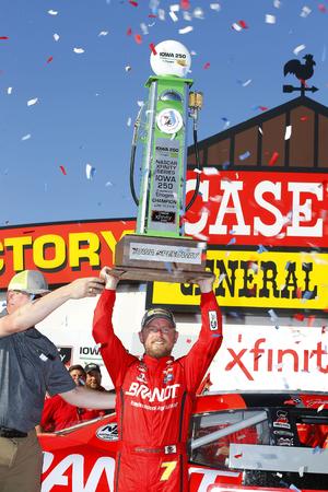 June 17, 2018 - Newton, Iowa, USA: Justin Allgaier (7) wins the Iowa 250 at Iowa Speedway in Newton, Iowa. 報道画像